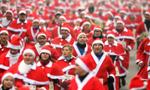 """红白交织:德小镇""""圣诞老人""""赛跑 近千人参加"""
