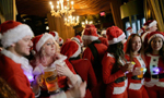 """纽约""""圣诞老人""""酒吧大集会"""