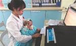 护士怀抱患儿工作照走红网络 网友表示:暖到了