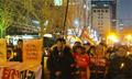 韩民众第八次烛光集会吁朴槿惠下台 与其支持者冲突
