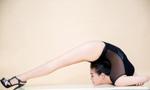逆天!中国柔术美女展柔韧身段