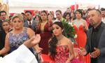 懵了!墨西哥少女成人礼引数千陌生人参加