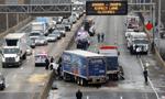 纽约发生多车相撞事故