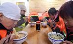 兰州9000余名环卫工人享受免费牛肉面早餐