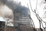 伊朗首都一栋17层高楼起火倒塌 30名消防员殉职