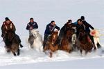 新疆布尔津县农牧民零下20多度玩刁羊赛马