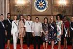 菲律宾总统杜特尔特接见环球小姐众佳丽