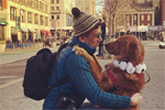 美国有一只爱抱抱的单身狗 每天上街拥抱陌生人2小时