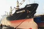 被扣印度货轮正在办理离港手续 船员工资已发放