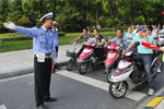 杭州市民因电动自行车被扣上书全国人大 纠错地方条例