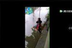 父亲把7岁儿子捆绑吊起欲放河中 只为逼其学好算数