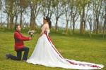 三对打工夫妻湖边补拍婚纱照