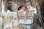 泰国婴儿盖40万现金睡 网友:有没有考虑过小孩感受