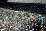 马尼拉清理垃圾河