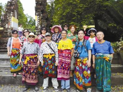 自助团成员们在巴厘岛合影.