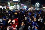 """韩星州民众与警方对峙 阻拦""""萨德""""施工用车入场"""