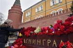 俄罗斯民众悼念圣彼得堡地铁爆炸遇难者