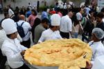 印度大个炸油饼 直径达1.47米
