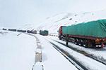 甘肃酒泉大雪致国道结冰 200余车辆被困