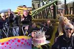 英国人瑞庆105岁生日坐云霄飞车