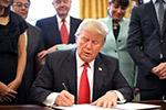 """特朗普签署新行政令 要求""""买美国货,雇美国人"""""""
