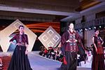 桂林大学生T台秀毕业作品展示壮族特色