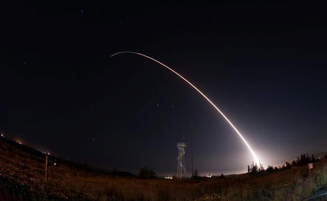 美军测试洲际弹道导弹