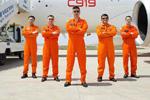 C919首飞5人机组?#26009;啵?#26426;长总飞行已超1万小时