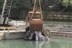 温州一河道捞出15年前失踪车 现数块尸骨
