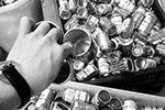 """网上有人叫卖空啤酒罐 卖家称用来做""""高仿酒"""""""