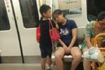 成都地铁小暖男走红 其母回应:成绩好不如品德好