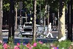 巴黎香榭丽舍大街发生驾车冲撞宪兵车辆事件