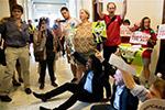 美国民众抗议新医改法案