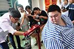 """中国""""首胖""""成都减肥 5个月减去近140斤"""