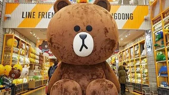 国外有line社交软件,其呆萌的棕色小熊,小白兔和小黄鸭等形象ip