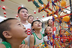 西安:公益夏令营让留守儿童快乐度假