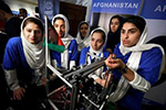 """阿富汗女孩赴美参加""""机器人奥运会"""" 曾遭拒签"""