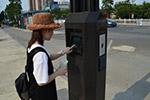 中国移动街头神器亮相:屏幕+Wi-Fi+充电