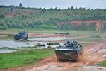 拉风!实拍海军陆战队两栖装甲步兵战车训练