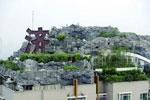 """北京""""最牛违建""""楼顶又见绿 屋主称只是在做绿化"""