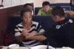 妈妈教育12岁儿子 反遭男孩猛掐脖子狂言怒怼