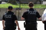 特朗普批准允许为美国警察配军事装备引争议