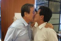 真辣眼睛!韩在野党两名男议员聚餐上演亲嘴大戏