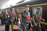浙江新兵起运 杭州两千子弟奔赴军营