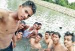 印度学生玩自拍竟未发现同伴溺亡