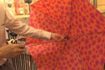 赴日中国游客改口味:折叠伞成人气商品 有的产地在中国
