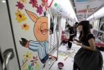 杭州:插画师手绘地铁车厢