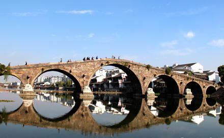 古运河上仅存的一座七孔石拱桥