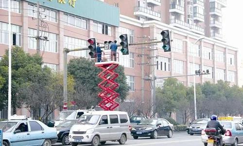 """宁波市区路口红绿灯正在""""变样"""" 提前认识不犯懵"""