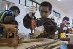 杭州一小学开木工课